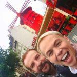 En el famoso Molino Rojo, en París