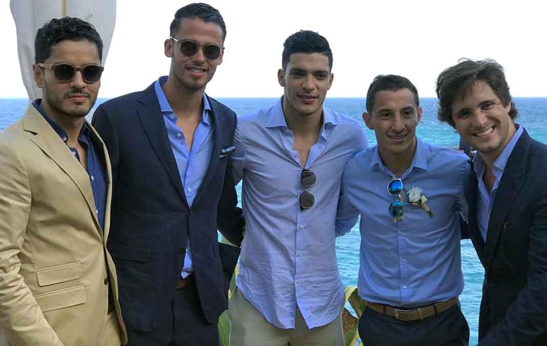 Los jugadores del Tri junto a Diego Boneta en la fiesta