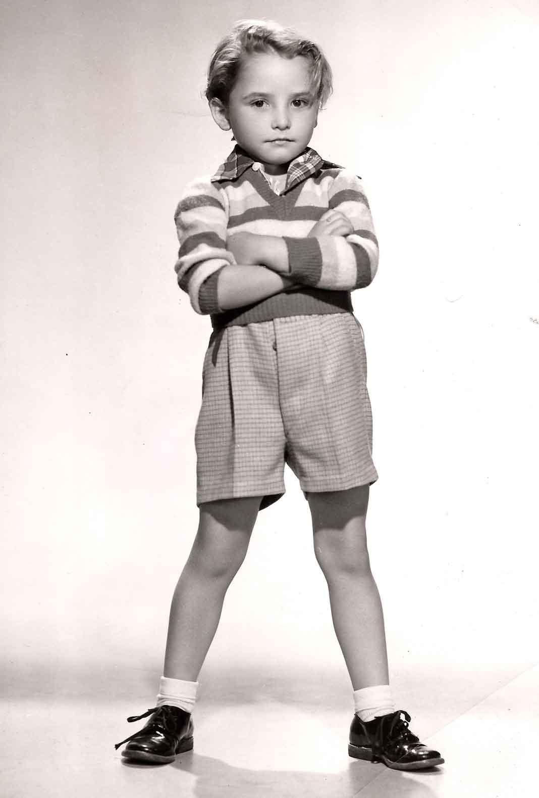 En 1950 consiguió actuar en una película haciendo el papel de un niño