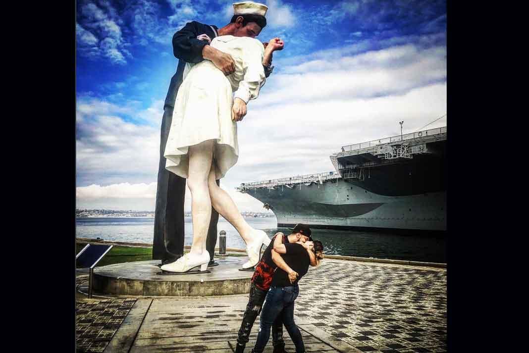 """""""Incluso en el ajedrez, la Reina protege a el Rey"""", dice Lorenzo acompañando esta foto"""