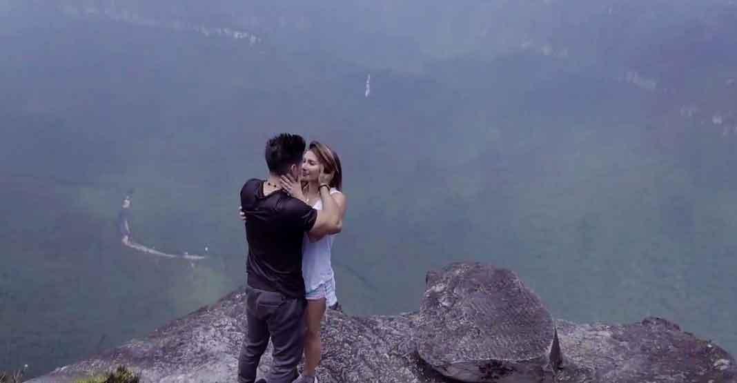 A 979 metros de altura, en la cúspide del Salto del Ángel, sellaron su amor con un beso
