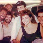 Con sus ex compañeros de Miami Sound Machine; su esposo Emilio Estefan a la derecha, y Marco Avila, el marido de Cristina Saralegui a la izquierda
