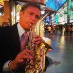 El artistas toca más de 27 instrumentos musicales