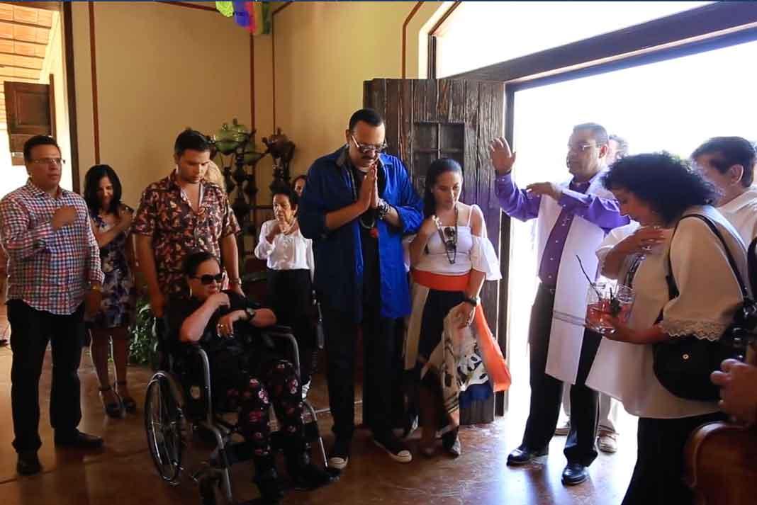 Un sacerdote bendijo la casa-museo, ante la familia Aguilar y los invitados