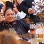 Doña Flor Silvestre estuvo la mayor parte del tiempo sentada conviviendo con los invitados