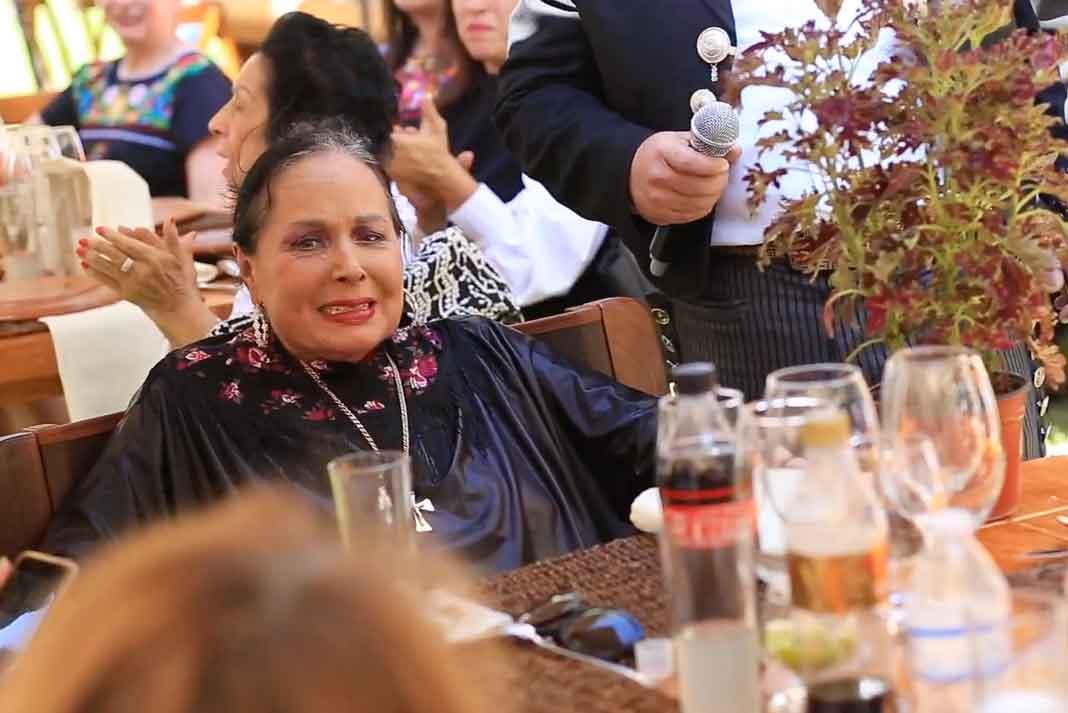 Doña Flor Silvestre estuvo la mayor parte del tiempo en la mesa conviviendo con los invitados