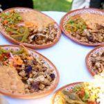 Mire nada más qué delicia comieron: carnitas de puerco, ensalada de nopales y frijoles refritos