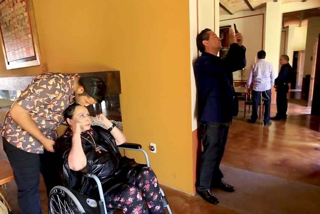 Leonardo guió a su abuelita por la casa-museo del rancho, que miles de personas visitan al año