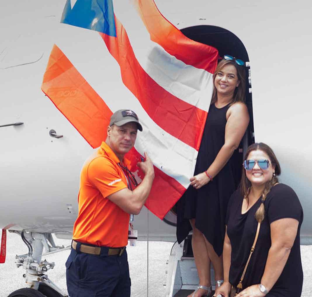 ¡Arriba Puerto Rico!, claro que sí. Y que la ayuda que Adamari y sus amigos se multiplique para quienes lo necesitan