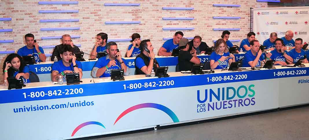 Presentadores, artistas y empleados de Univision atendieron llamadas de donaciones en la colecta del sábado