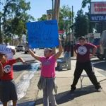 Juan Rivera, sus hijos y sus sobrinos invitaban a los automovilistas al car wash