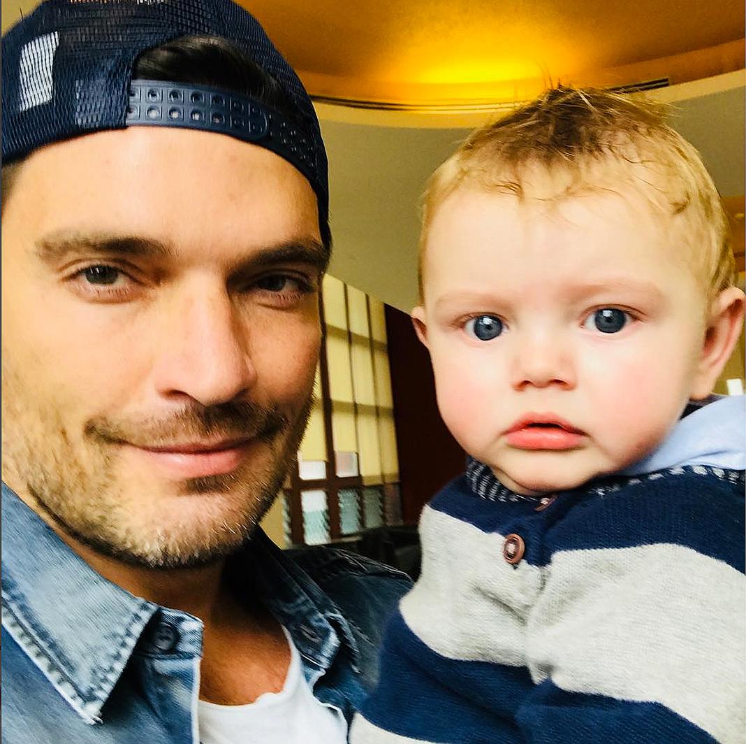 El actor dice que el niño se la pasó llorando la mitad de la hora porque ya no lo reconoce como su papá