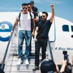Los primeros en bajar del avión fueron Luis Fonsi, Ricky Martin, su novio Jwan Yosef y Chayanne