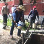 Eduardo haciendo labor de construcción en una zona del municipio