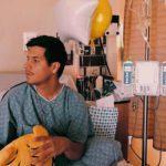 Luis Alberto subió esta foto en el hospital, donde vemos que hasta regalitos le han llevado