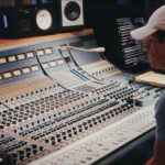 Ha subido a sus redes varias fotos trabajando en el estudio de grabación