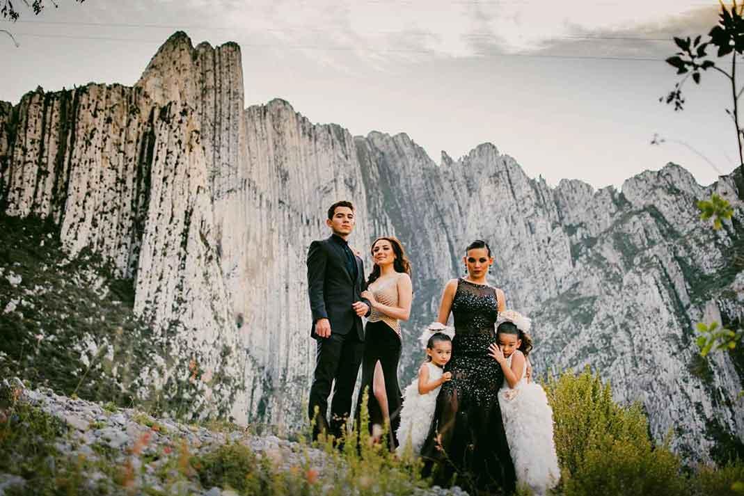 Karla Luna con sus hijos Rubén, Stephanie, Sara Valentina y Nina Victoria
