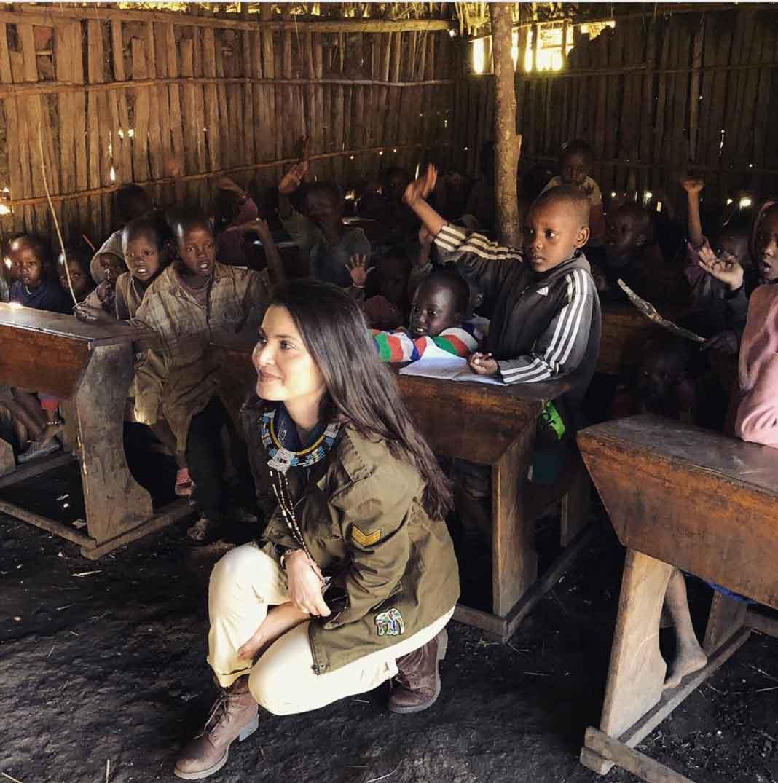 Visitó una escuela de la tribu masai, donde los niños no tendrán zapatos, pero sí mucha alegría