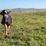 Llanura sin fin, escribió Chiqui en esta imagen de ella caminando en el Serengeti