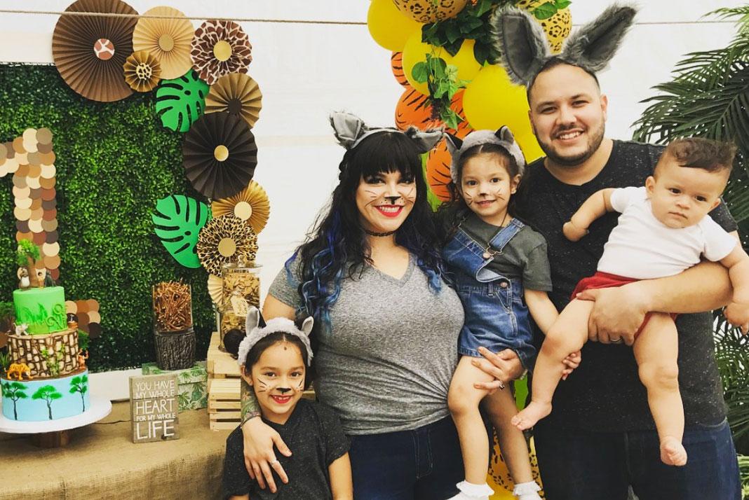 Jacqi y su esposo Mike son padres de dos niñas y un varón