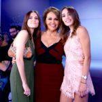 María Elena posó con sus hijas