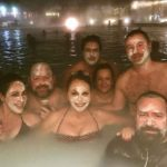 María Elena y sus amigos se aplicaron mascarillas de algas en el balneario de aguas termales Laguna Azul