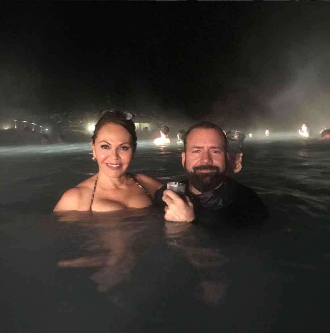 María Elena dice que mientras el clima era de 28 grados Fahrenheit , dentro de este laguna había 104