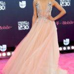 Este vestido de Alejandra Espinoza fue de lo mejor de la noche, sencillo, sexy y vaporoso. Claro, la actitud cuenta mucho, en Niurka otra cosa sería