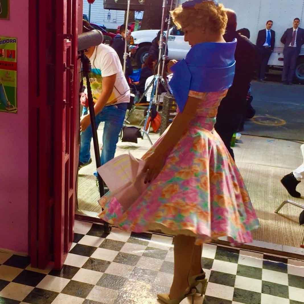 Aquí vistiendo los vestidos con crinolina de los años 30's
