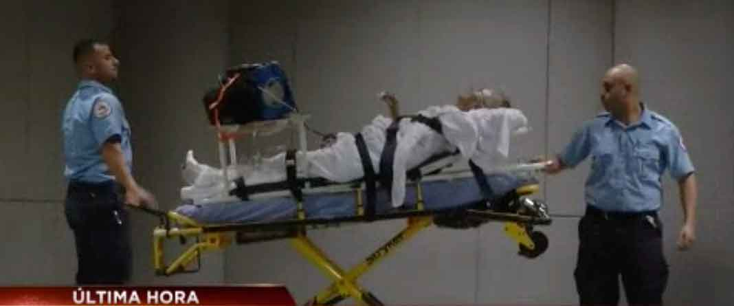 El cantante llegó al Hospital Jackson Memorial en una ambulancia