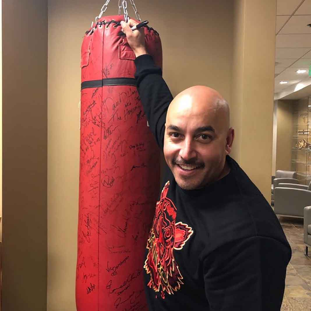 El joven está feliz de haber firmado con la empresa Golden Boy Boxing y que su manager sea Lupillo