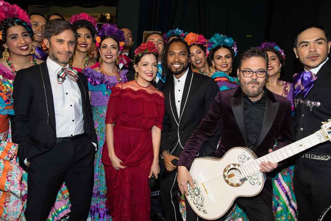 """Gael García Bernal, Nalatia Lafourcade y Miguel interpretaron el tema ganador de la cinta """"Coco"""""""