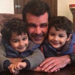 Eduardo está feliz con sus gemelitos, que ya van a cumplir 4 años