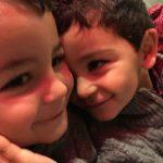 Los mellizos Daniel y Manuel se quieren mucho