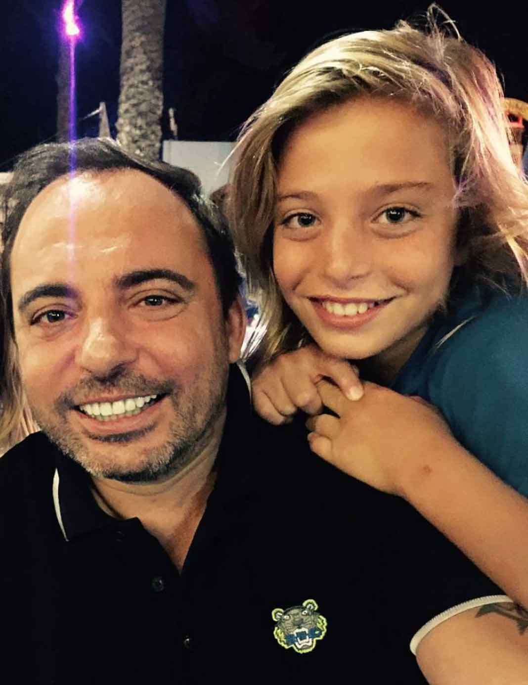 Marcos Llunas ha apoyado a su hijo Izan desde bien chiquito en el mundo de la música