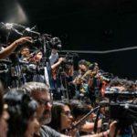 Decenas de cámaras de muchos medios de comunicación cubrieron las charlas de Guillermo en Guadalajara