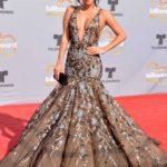 Carmen Villalobos, para mi gusto, iba a la altura de una celebración de 20 años de los Billboard con un vestido que parecía estar bordado a mano