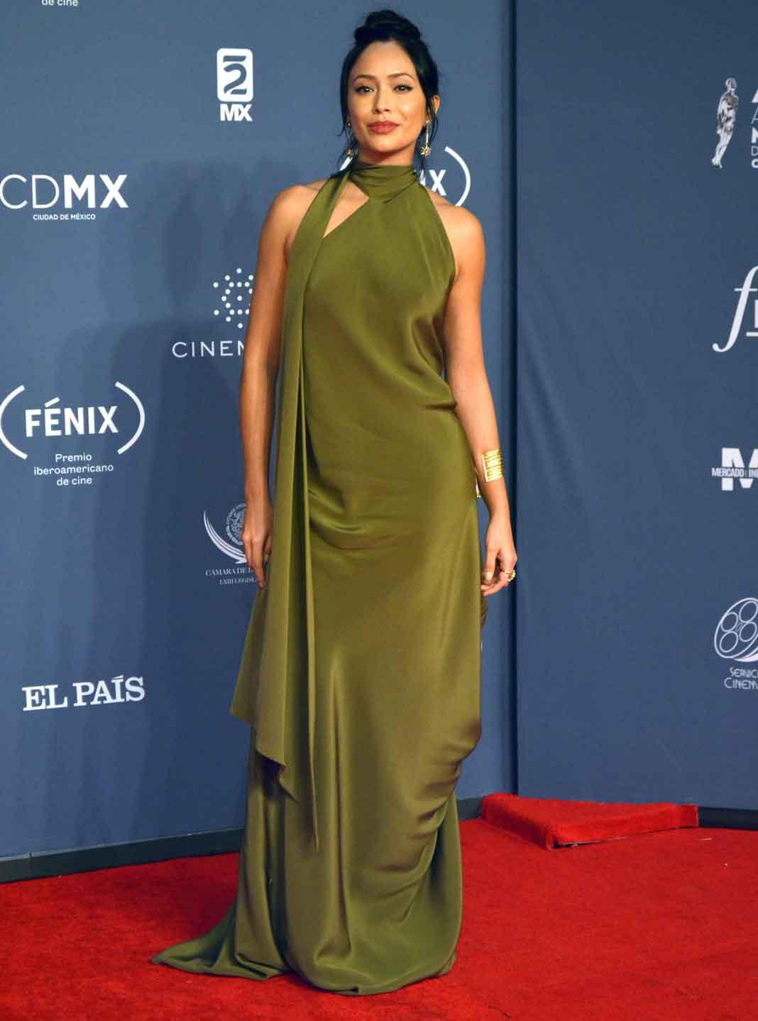 Curiosamente, Maya trabajó con Jennifer Lopez en la cinta 'Bordertown', dirigida por Gregory Nava, el mismo realizador de 'Selena'