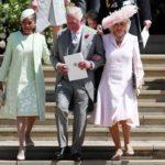 Me encantó esta foto del Príncipe Carlos del brazo de su esposa Camila y de su ahora comadre Doria