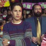 En la serie, Alejandro, el hermano de Luis Miguel, interpretado por Juanpa Zurita, mira el show de Verónica Castro desde el público