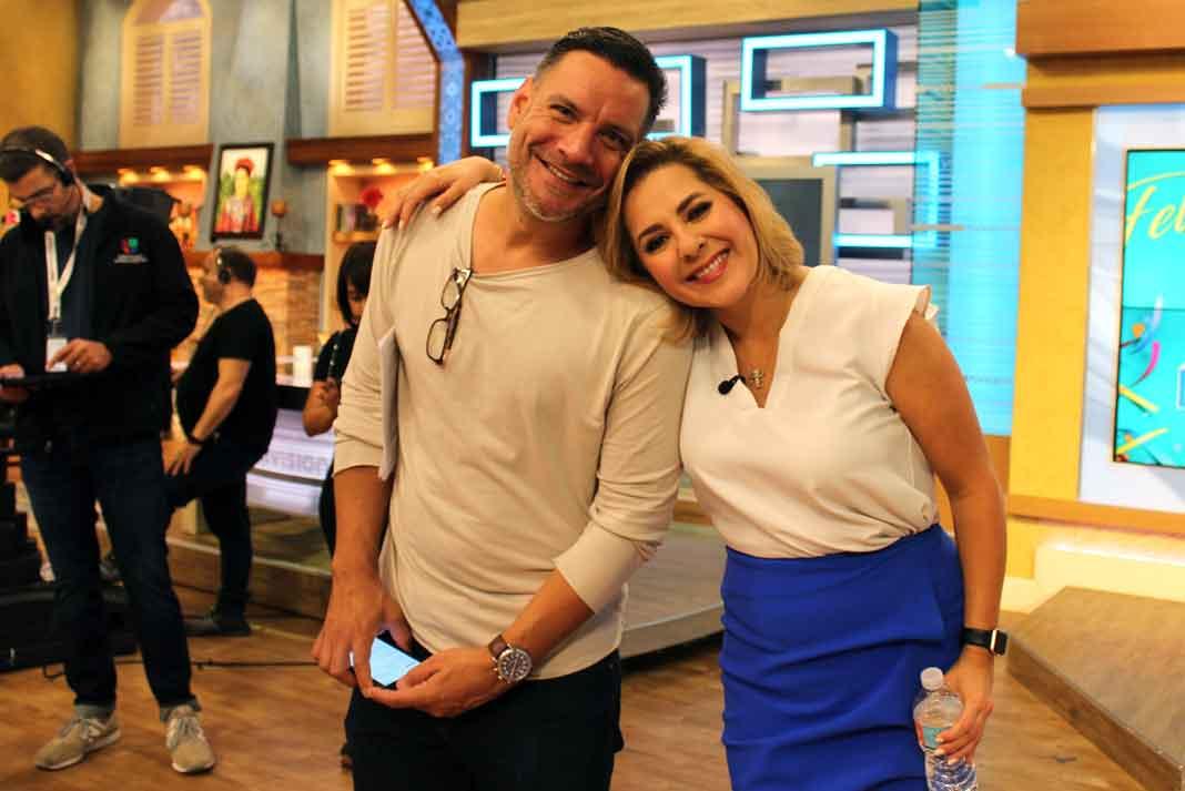"""Con mi querido ex-jefe Víctor Santiago, productor general de """"Despierta América"""""""