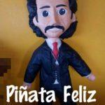 La tienda Piñata Feliz de Ciudad Juárez puso a la venta la piñata de Luisito Rey, en dos presentaciones