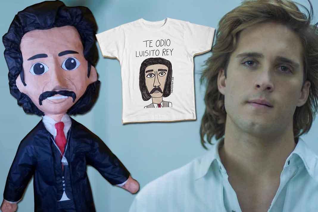 La serie de Luis Miguel ha inspirado el ingenio mexicano, pues ya se venden piñatas y camisetas de su padre