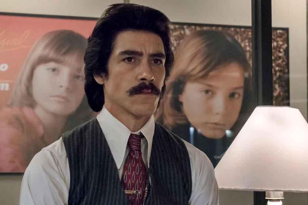 El actor español Oscar Jaenada interpreta a Luisito Rey en la serie de Luis Miguel