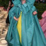 Frances McDormand se arrepintió de disfrazarse de ada madrina de la Cenicienta y se cubrió la cara de vergüenza