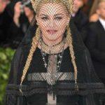 """Madonna andaba en su mero mole vestida así, hasta cantó con un grupo de monjes el tema """"Like a Prayer"""""""