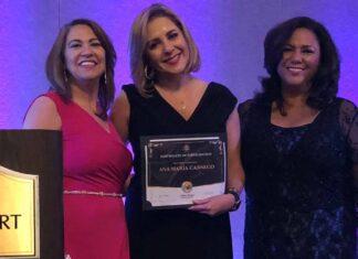 Muchas gracias a Diana Mejía y a Mari Santana por sus atenciones y por este reconocimiento