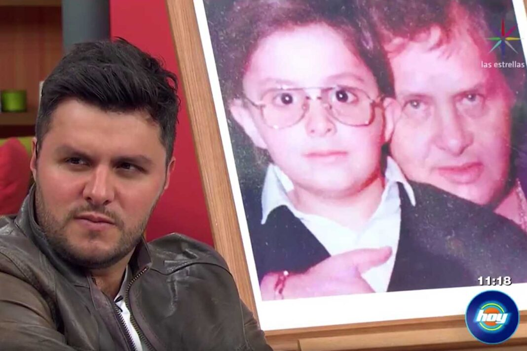 En el aniversario 19 de su muerte, Paco Stanley supuestamente se hizo presente junto a su hijo Paul