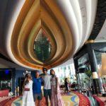 Con sus hijos y su hermano en el hotel Burj Al Arab, el más famoso del mundo
