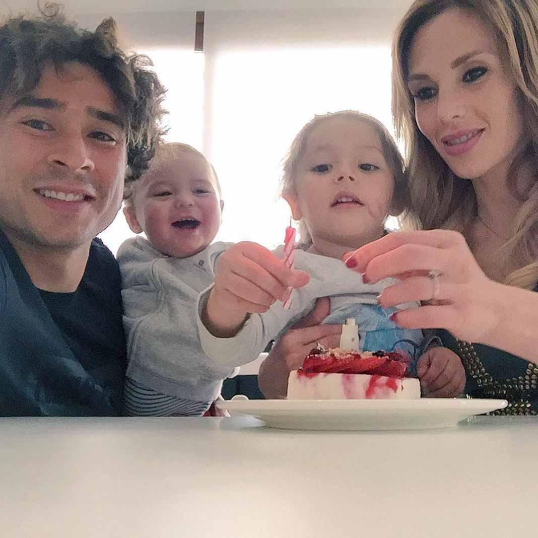 Forma con Karla Mora y sus dos hijos una bella familia